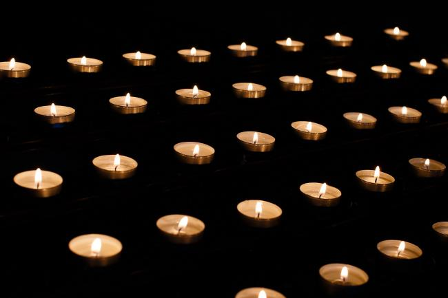 Candles: How to sign an online book of remembrance for those who died of Covid-19. Picture: Pixabay