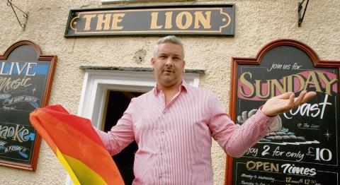 Council says sorry to gay flag pub