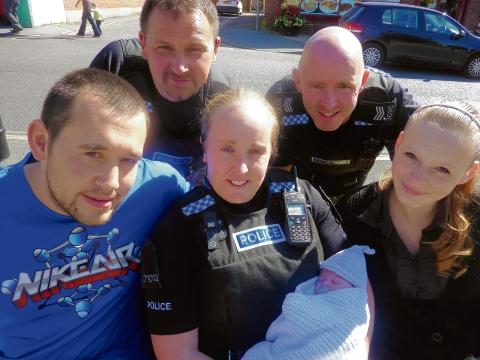 Cops take break from crime-fighting ... to deliver baby