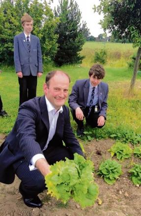 MP Douglas Carswell with studio school students