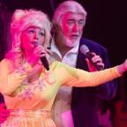 Clacton and Frinton Gazette: COUNTRY ICONS: Andrea Pattison and Peter White in Islands In The Stream