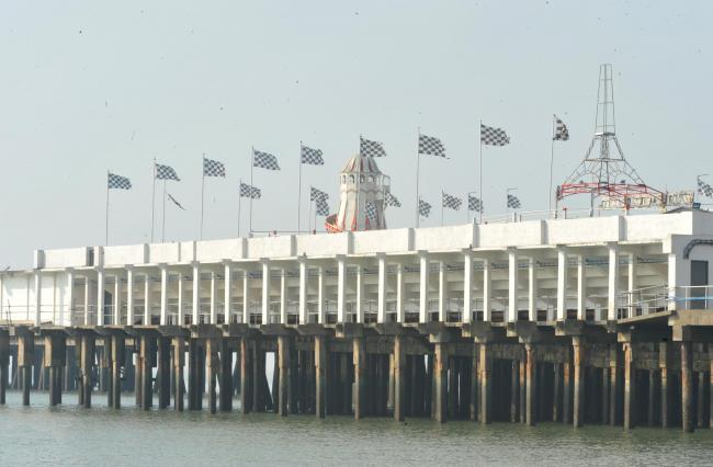 Clacton Pier rides closed due to bad weather - but Carnival is still going ahead